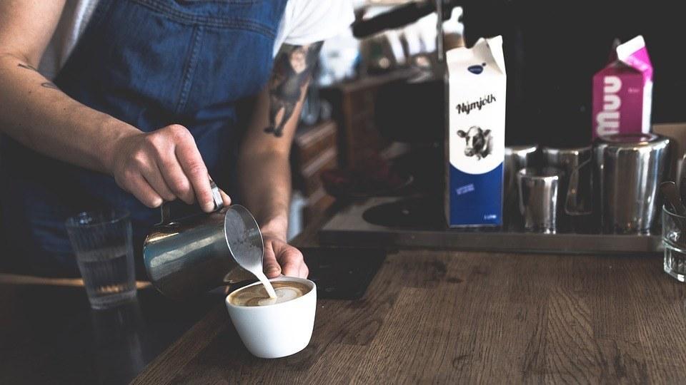 een barista die liefde heeft van koffie