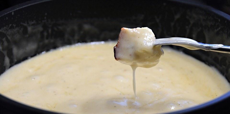 kaasfondue eet je uit de pan
